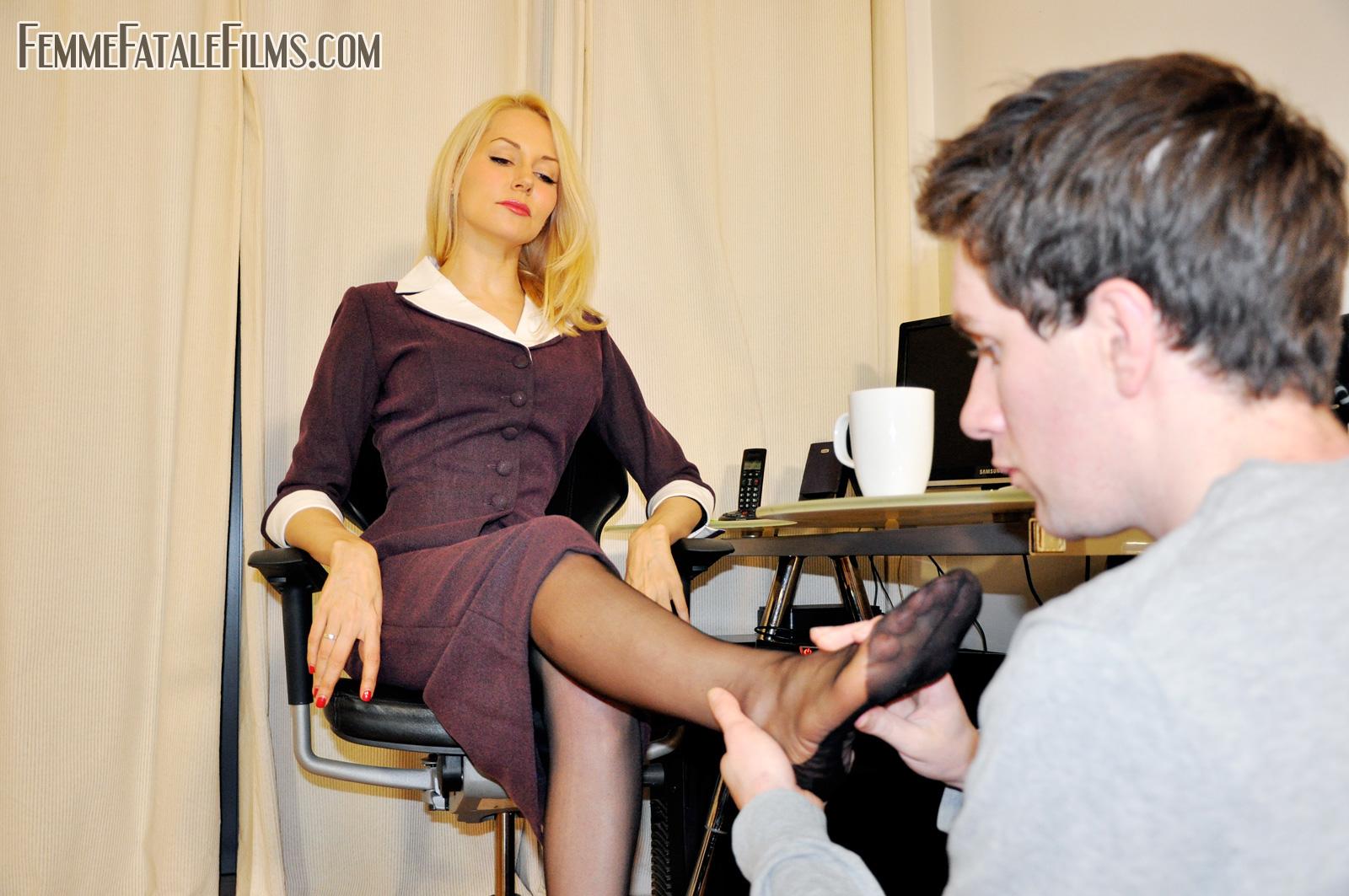 Русские госпожи куколд, Куколд муж лижет сперму - смотреть русское видео 25 фотография