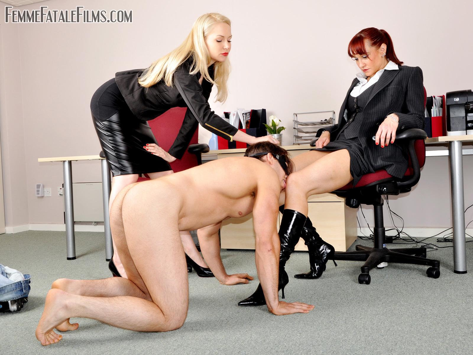 Начальник лесбиянка доминирует — 9